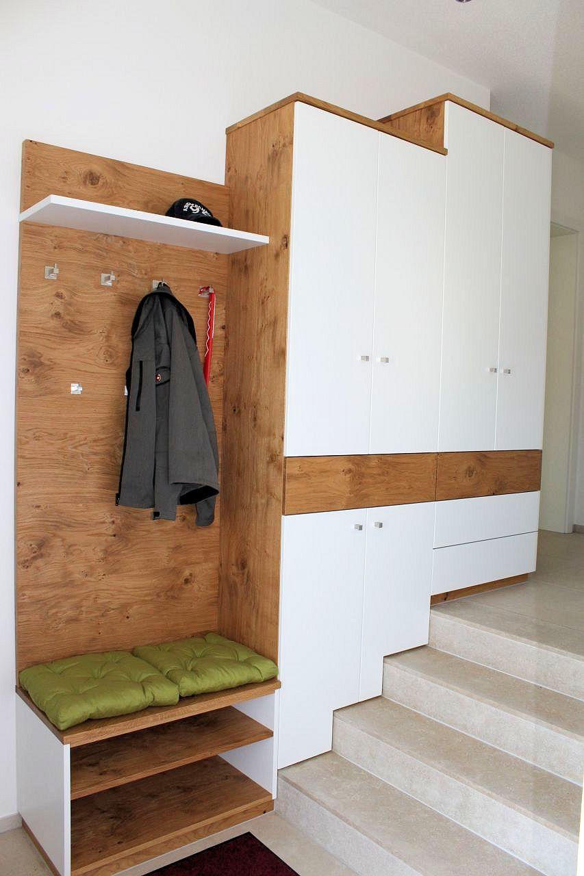 Diele garderobe flur oder treppenhaus schreinerei aschauer for Garderobe treppe